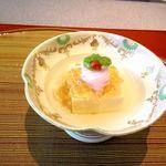 19153570 - 先附 玉子豆腐 海老素麺 陸蓮根とろろ くこの実 美味だしジュレ