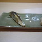 鮨四季の味 しおん - こはだの鮨、小ぶりな握り