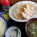 しらいし屋 - 餃子定食800円