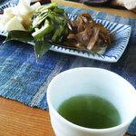 かじの葉 - お漬物とお茶