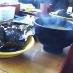 かじの葉 - 具沢山のお味噌汁に海苔巻きおむすび(絶品ですっ!)