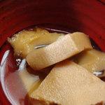 かじの葉 - しみ豆腐とちくわの煮物