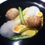 La vida - カダイフをまとわせたイトヨリのオーブン焼き 香川県産ホワイト&グリーンアスパラのオランデーズソース ナツメグのエスプーマ