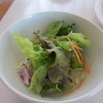 La Brioche Caffe - パンを選んだらスープとサラダをとってテーブルへ、この日のサラダは野菜サラダです