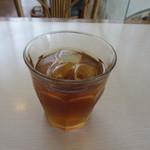 La Brioche Caffe - 飲み物もドリンクバー形式なんで最初は何故かほうじ茶をいただく事にしました、さすがオヤジ