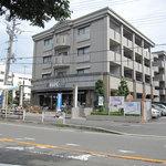 HIRO - 桜並木沿い マンションの1階です