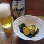 美春 - 中瓶ビール(500円)とお通しの生ウニ