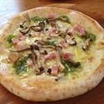 珈琲館 - ベーコンときのこのエスカルゴ風ピザ