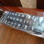富士美 - 2013.05 机の上にはマイリモコン、この席に座った人の特権でチャンネル権があるのでしょう(無料)