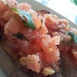 フランチェスカ - 完熟トマトのブルスケッタ☆  クリーム系のパスタと合わせて頼むと相性いいです!