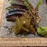 19163032 - 〆さばです。昆布と一緒に食べると、昆布の旨味と一緒になってより一層美味しく感じました。