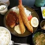 19164359 - 海老フライ・ヘレカツ定食1,000円