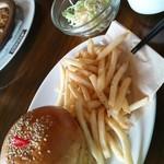 ティンバー - 10食限定ハンバーガーセットでスープ・サラダ付★900円