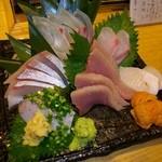 魚真 - 刺し盛り・・・これで2000円は安いです