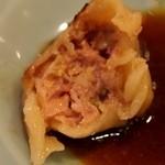 中華園 - 焼き餃子の餡は干し海老のような風味がする