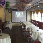 パンジャビ - テラスは38席。大型スクリーンで映画や音楽ビデオをお楽しみいただけます。