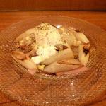 ワインと愛情料理 しょこら - 「ホワイトアスパラガス 半熟卵と合わせて」です。