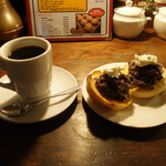 BUCYO Coffee KAKO - ブレンド珈琲(モーニング)・小倉トースト・カイザーパンバージョン ¥550