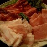輪味 - 火鍋の肉(牛、豚)(他、野菜、魚介と豆腐)