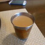 南インド家庭料理 カルナータカー - おかわり自由のチャイ