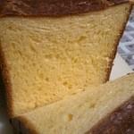 レトワブール - 料理写真:ブリオッシュ食パン 断面