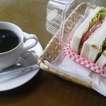 クイーンズベーカリーカフェ - ハーブチキンサンド&ホットコーヒー(お替り自由)