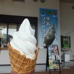 道の駅童話の里くす - 牛乳ソフトクリーム 300円