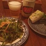 カフェ ヴィエット アルコ - ディナーセット(1500円)の飲み物、サラダ、生春巻き