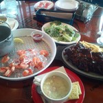 ババ・ガンプ・シュリンプ - テーブルの料理