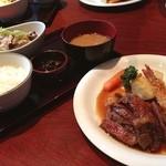 KoKoRotake 老松通り - 料理写真:ステーキのランチを食す。肉はさておき店内は清潔でホスピタリティも良い。肉はさておき。