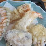 阿波水軍 - 天ぷらは、海老、カボチャ、ナス、サツマイモ、チクワの5点盛り