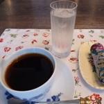 ホワイトバーチ - 料理写真:1杯1杯ネルドリップされたコーヒーは美味しかったけど470えんです:汗