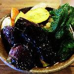 いち - さつま芋、かぼちゃ、人参、大根(かぶ?)、紫蘇・・・                                 元気な揚げたての野菜がいっぱい