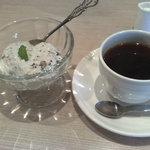 ハナズ カフェ - 黒豆のパンナコッタとコーヒー