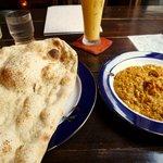 インド料理専門店 ケララハウス - ガーリックナン、プラウンマサラ