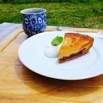 里山カフェ - 春にんじんとあずきのタルト、おばあちゃんの美味しい薬草茶
