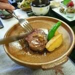 割烹旅館 玉川苑 - 料理写真:ステーキ御膳の陶板焼きフィレステーキ