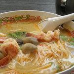 タイ国惣菜料理 ゲウチャイ - トムヤンクンは海老と袋茸がたっぷり