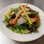 ハーモニーガーデン - 女性に大人気!とれたて野菜やフルーツ・オリーブがのってる気まぐれサラダ