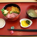塩釜あがらいん - ...「三色丼(2100円)」、ご飯大盛りにしたい!