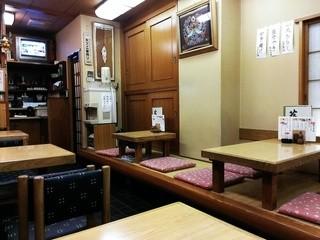 田川 - 店内はテーブルと座敷席