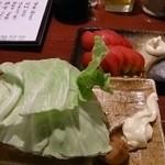 けむり - おかわり自由のキャベツとトマトスライス