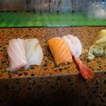 紅梅寿し - 料理写真:とろ、ヒラメ、サーモン、えび