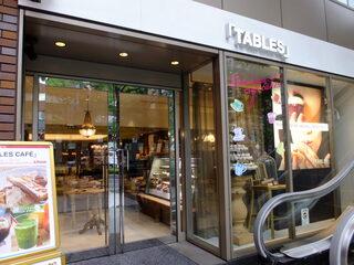 タブレスカフェ - クリスタルホテル右側のお店外観