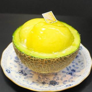 ル・パティシエ ヨコヤマ - 料理写真:2013.5 メロンボード(650円)