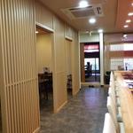 丸喜寿司 - カウンターなど