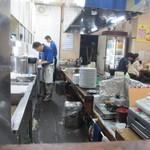 ふきや - お店は竹下駅前にあり店内に入るとカウンターとテーブル席数席の思ったより小さなお店、訪問したのは8時前でしたが店内は地元の常連客で賑わってました。