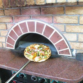 釜で丁寧に焼き上げるピッツァ