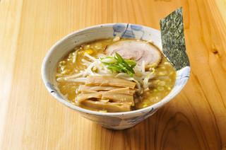 我家 - 魚介豚骨ベースの一番人気の中華そば。
