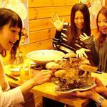 きのこ料理とアボカド料理の専門店 きのこの里 - カウンター席と4名掛けテーブルが5席のかわいい店内☆団体もOK♪